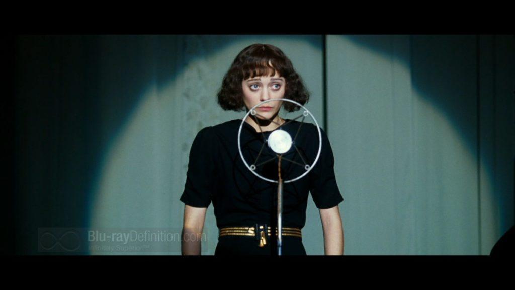 Marion Cotillard i huvudrollen som Edith Piaf i den franska filmen La vie en rose.