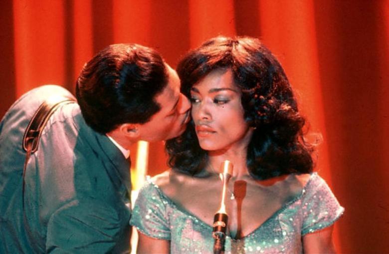 Laurence Fishburne och Angela Bassett i rollerna som Ike och Tina Turner i filmen Tina - What's love got to do with it.